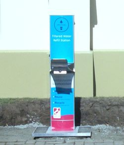Drinking fountain for people