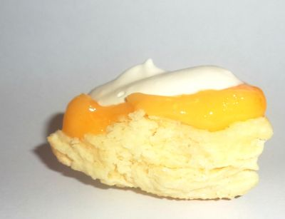 Scone lemon curd cream