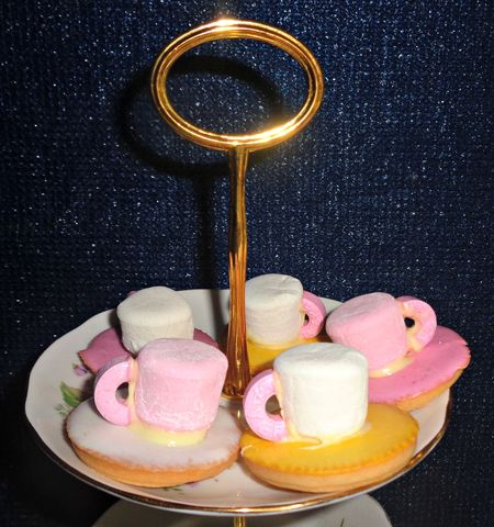 Tic toc cups and saucers