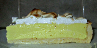 Lemon meringue cheesecake pie