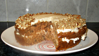 Apple pecan and maple syrup cake
